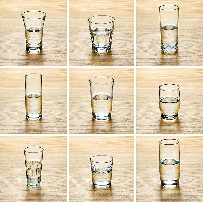 9 halbvolle Wassergläser